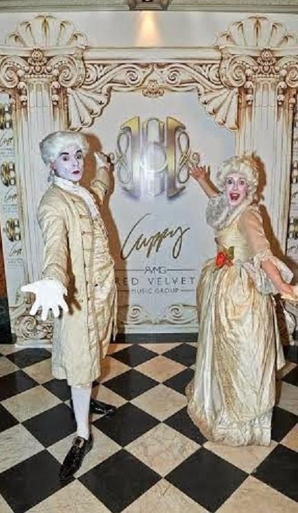 Quand les milliardaires se paient Marie Antoinette... Offici10