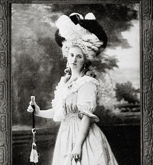 Trouvez-vous qu'elle ressemble à Marie Antoinette? Tumblr71