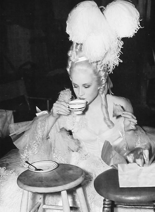 Films sur Marie-Antoinette : anachronismes et photos de tournage - Page 2 Tumblr75