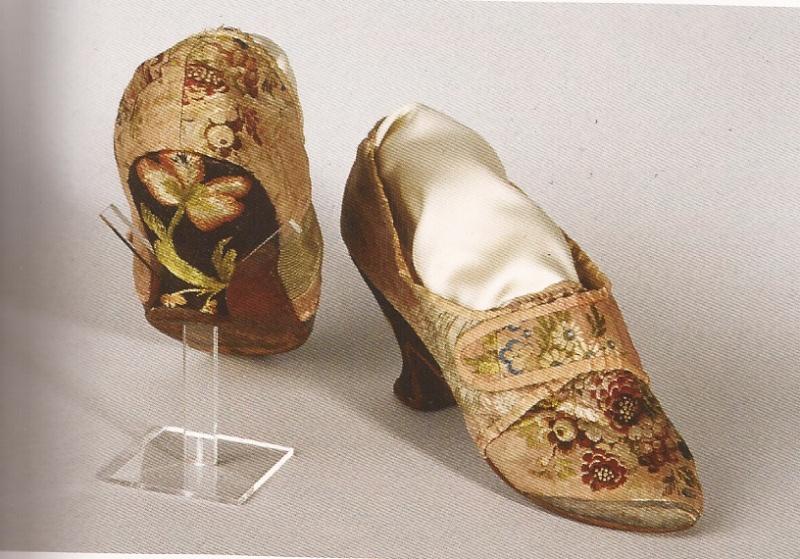 Les chaussures du XVIIIe siècle Y51010