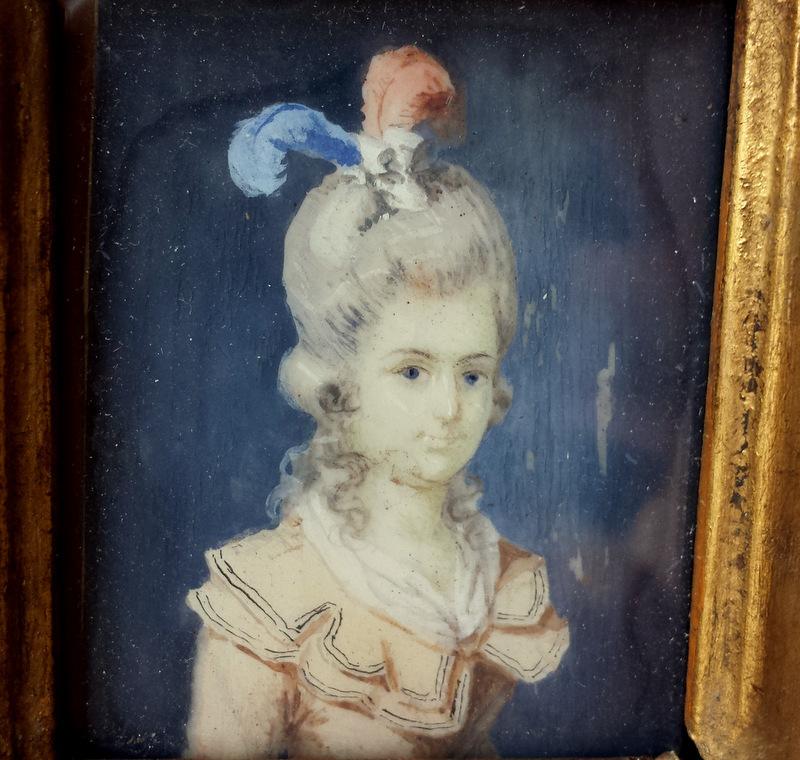 A vendre: miniatures de Marie Antoinette? Z493p010