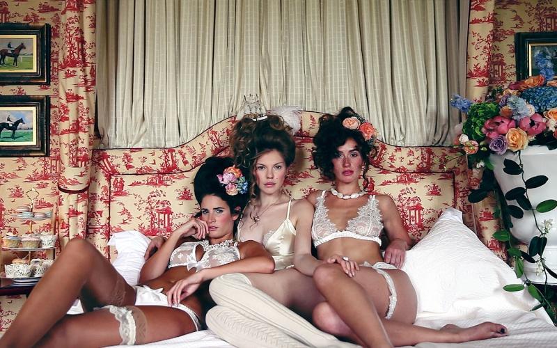 Marie-Antoinette dans les images publicitaires - Page 4 Zbo10