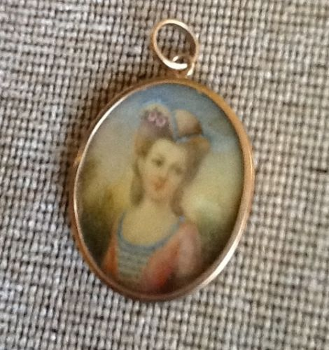 A vendre: miniatures de Marie Antoinette? - Page 2 Zdig12
