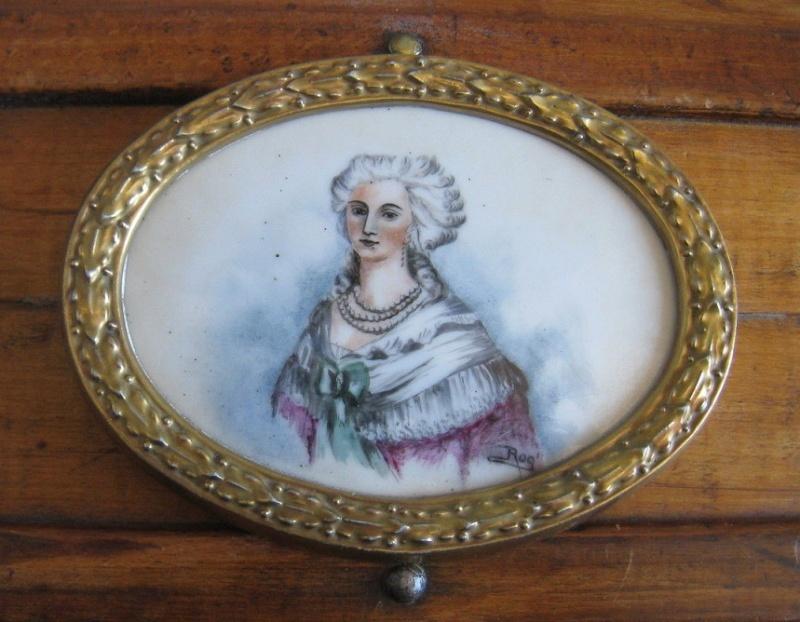 A vendre: miniatures de Marie Antoinette et de ses proches - Page 3 Zmed10