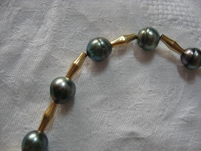 Collier perles de tahiti et or monté sur cable...qui casse...et recasse. Help! Img_4910