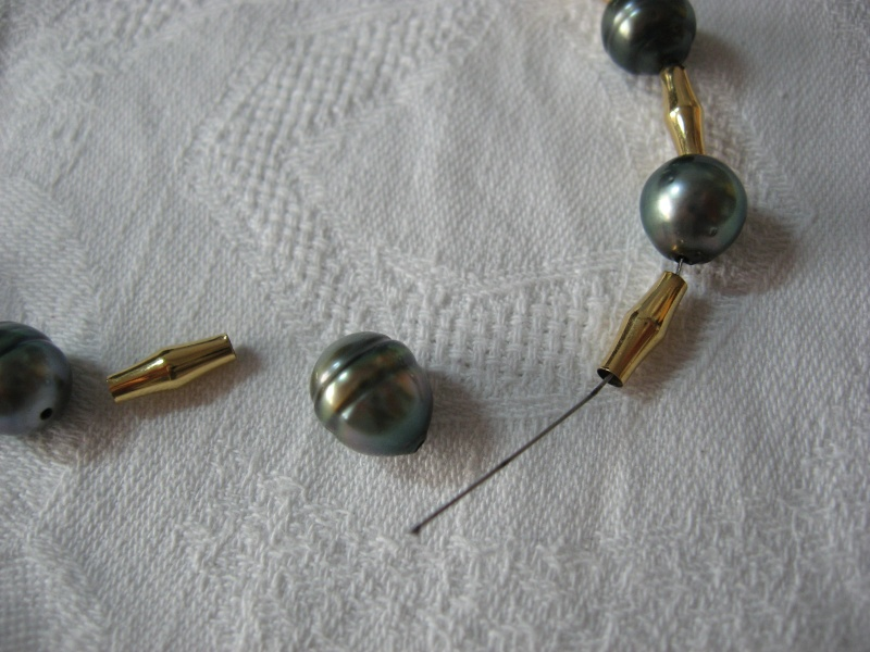 Collier perles de tahiti et or monté sur cable...qui casse...et recasse. Help! Img_4911