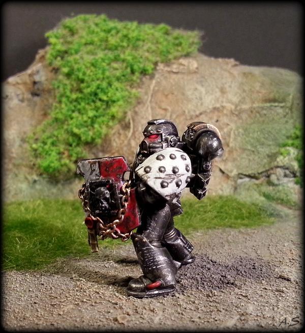 "Ehrwürdiger ""Black Templar"" Cybot *Loro*  K800_233"
