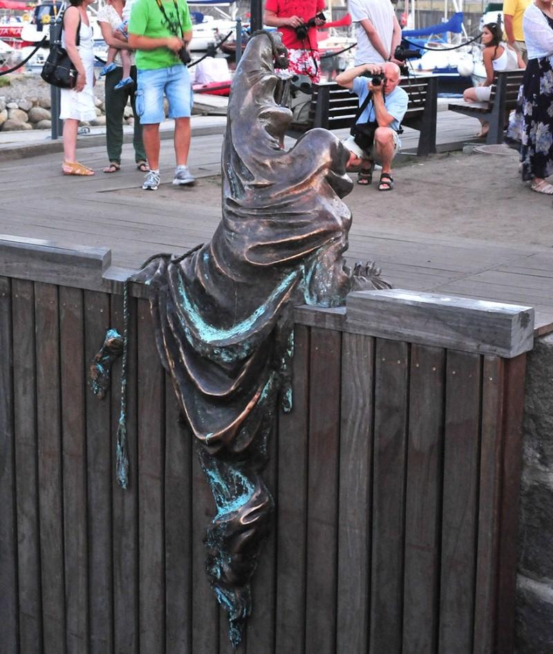 24 statues incroyablement créatives autour du monde 1356