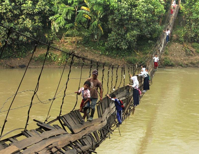 Ces enfants qui empruntent les chemins les plus dangereux du 1541