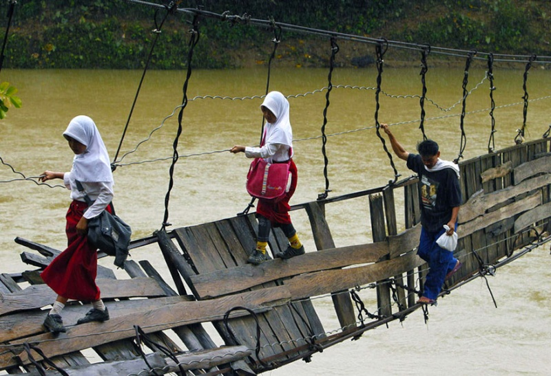 Ces enfants qui empruntent les chemins les plus dangereux du 1542