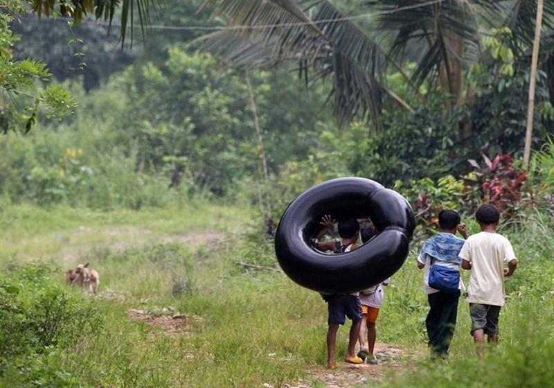 Ces enfants qui empruntent les chemins les plus dangereux du 1556