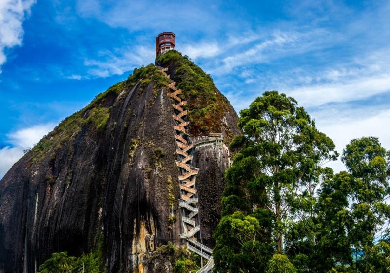 Les escaliers du Peñón de Guatapé en Colombie 1586