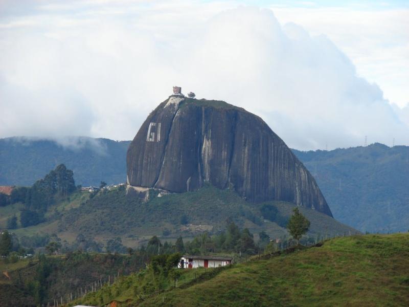 Les escaliers du Peñón de Guatapé en Colombie 1587