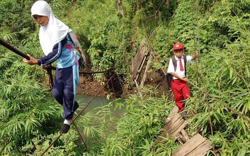 Ces enfants qui empruntent les chemins les plus dangereux du 2147