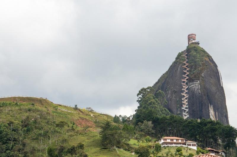Les escaliers du Peñón de Guatapé en Colombie 2154