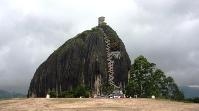 Les escaliers du Peñón de Guatapé en Colombie 2155