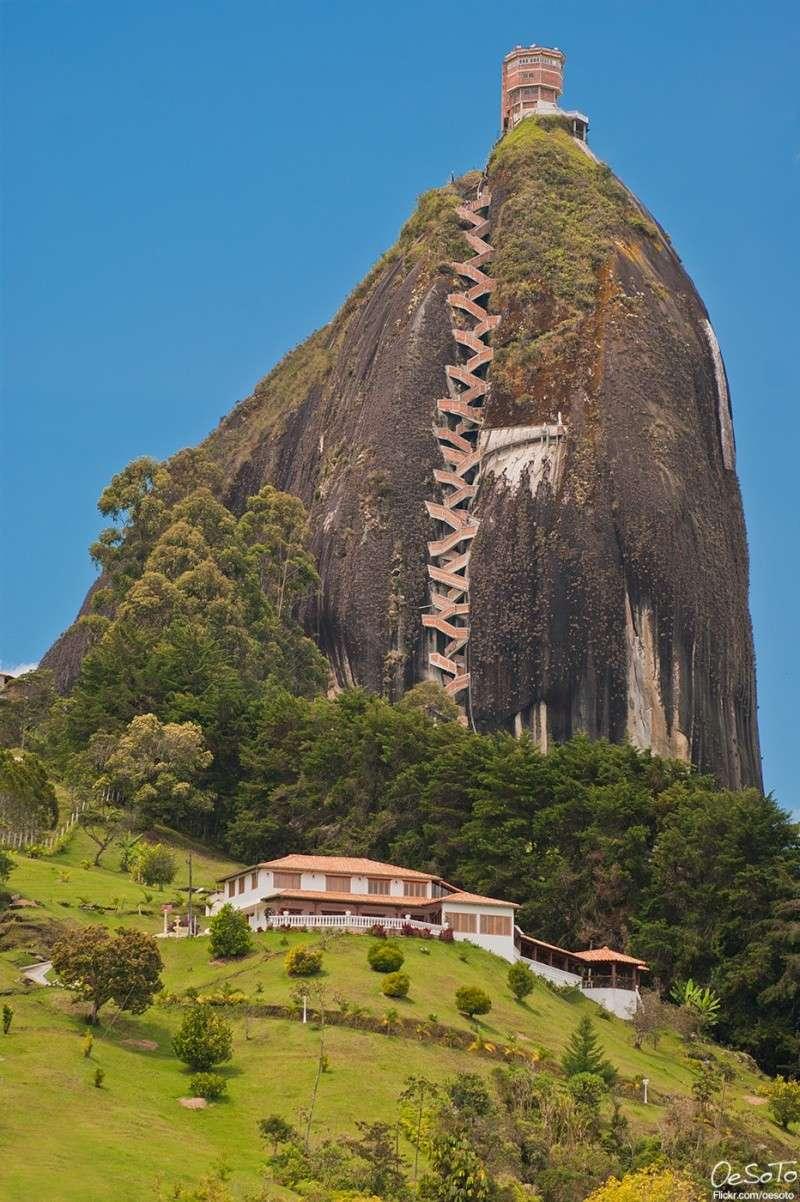 Les escaliers du Peñón de Guatapé en Colombie 3107