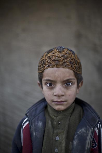 Des Portraits Saisissants d'Enfants Réfugiés Afghans 813