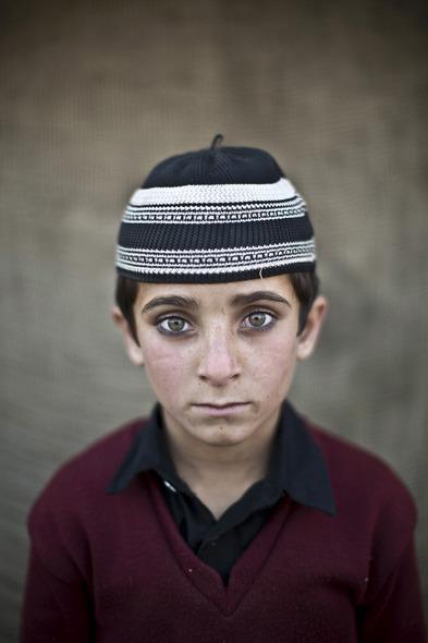 Des Portraits Saisissants d'Enfants Réfugiés Afghans 815