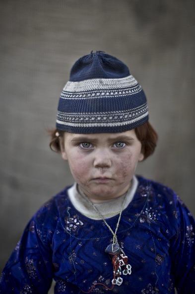 Des Portraits Saisissants d'Enfants Réfugiés Afghans 818