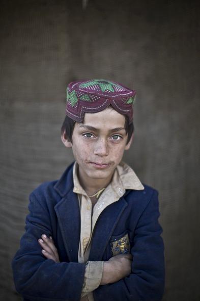 Des Portraits Saisissants d'Enfants Réfugiés Afghans 821