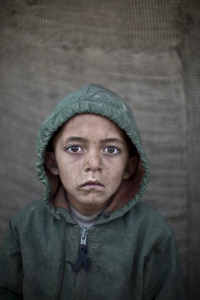 Des Portraits Saisissants d'Enfants Réfugiés Afghans 823