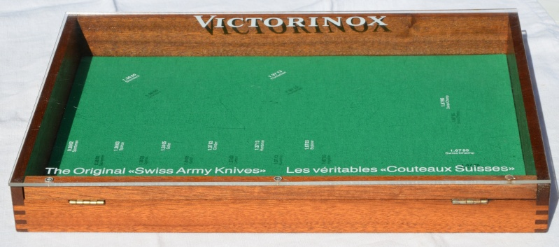 Présentoir Victorinox Prasen14