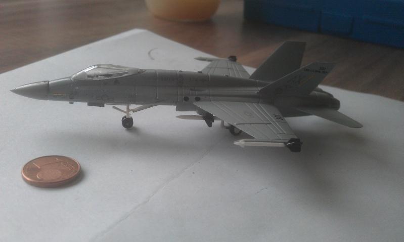 Aller c'est parti mon kiki !!!   F18 A HORNET 1/144 Imag1611