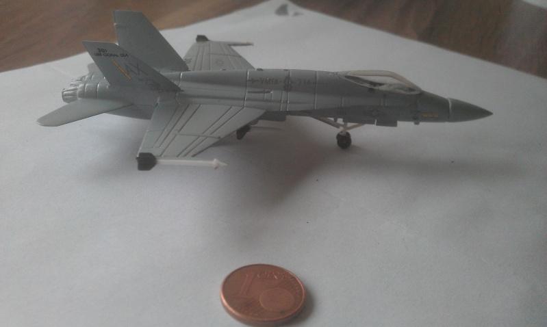 Aller c'est parti mon kiki !!!   F18 A HORNET 1/144 Imag1612