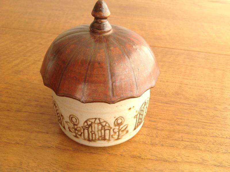 Lidded house trinket pot 2014-173