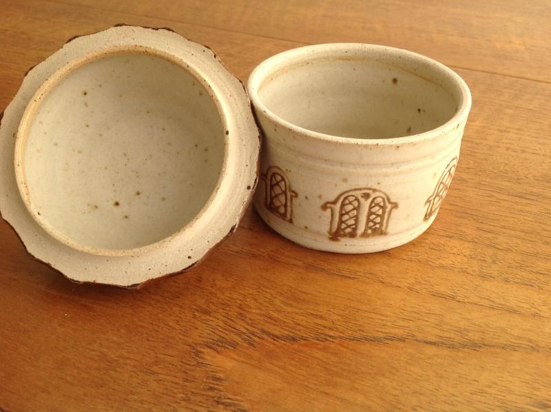 Lidded house trinket pot 2014-174