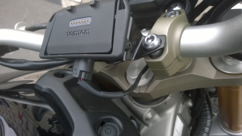Support GPS Tomtom Rider / Fixation au compteur Wp_20122
