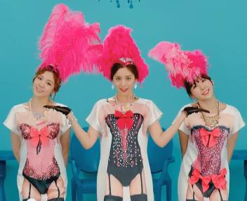 [VIDEO] 140818 [MV] ORANGE CARAMEL '나처럼 해봐요(My Copycat)' Music video Sexy_l10