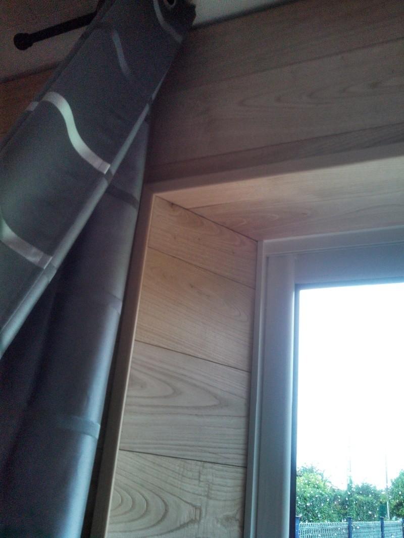 Travaux (TERMINÉS !) : Habillage d'un salon en bois massif - Page 2 Img_2033