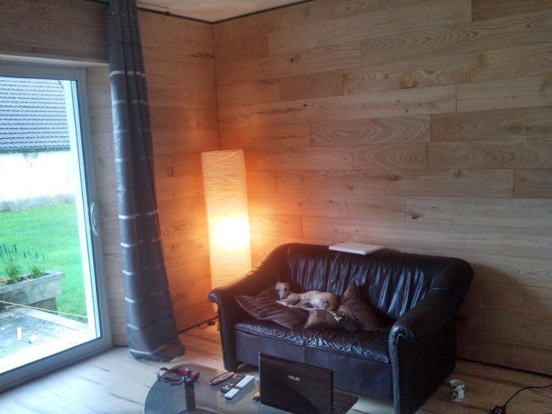Travaux (TERMINÉS !) : Habillage d'un salon en bois massif - Page 2 Img_2036