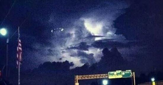 ¿UFO en Houston o platillo desde el Centro Espacial Johnson de la Nasa? 125