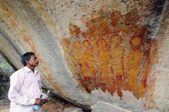 """Hallan en la India pinturas rupestres de hace 10.000 años con """"'ovnis"""" y """"'alienígenas"""" 213"""