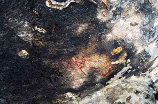 """Hallan en la India pinturas rupestres de hace 10.000 años con """"'ovnis"""" y """"'alienígenas"""" 312"""