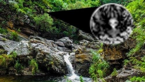 Extraterrestre fotografiado escondido en una cascada en Córdoba 5374e210