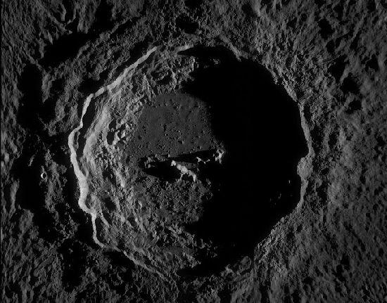 ¿Base Alien en la Luna? Misterios y Anomalias Crater10