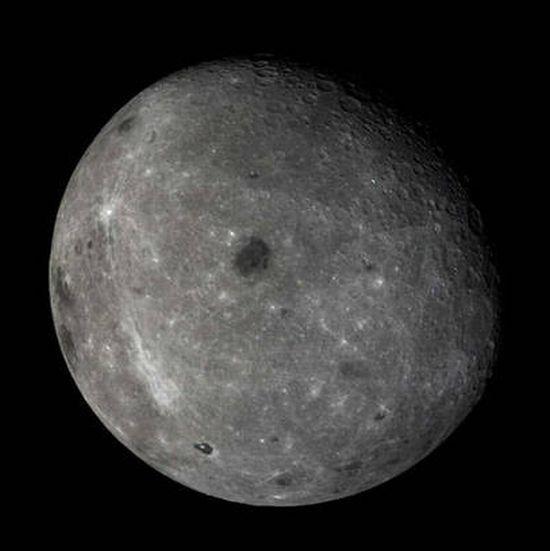 Extraña y gigantesca estructura rectangular en el lado oscuro de la Luna Luna_410