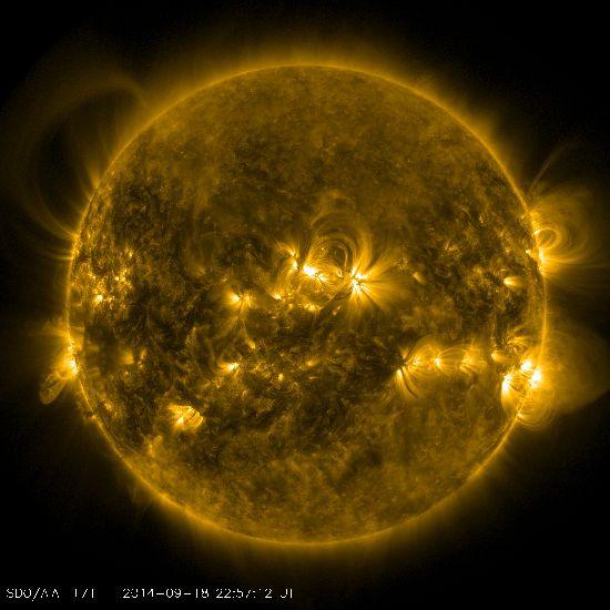 Gigante arco de plasma en el Sol el 18 de Septiembre del 2014 S211