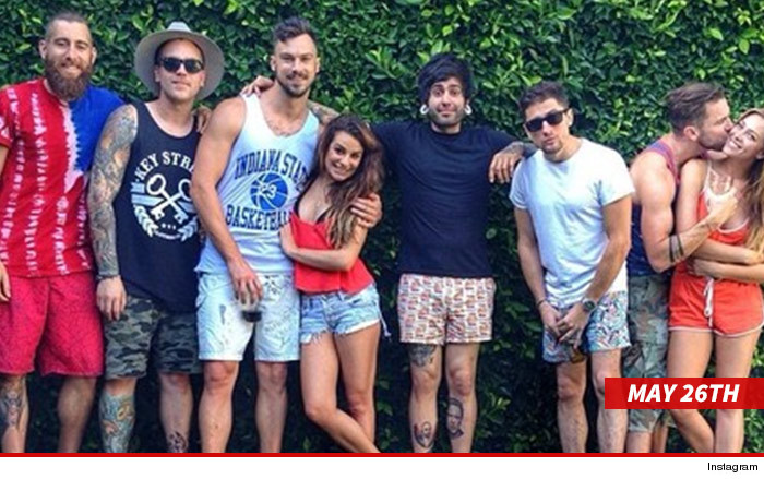 Lea Michele en couple avec un gigolo ?  0610-l10