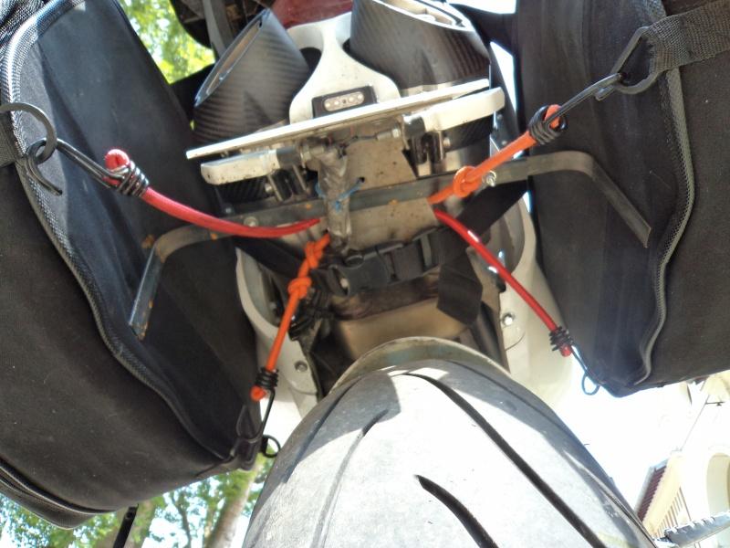 Fabrication + montage écarteur de sacoches cavalières Dsc01119