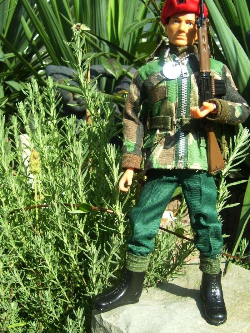 2 friends more (tommy gunn en jungle fighter) 100_8762