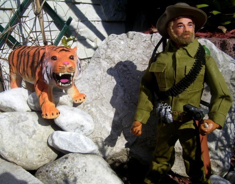 2 friends more (tommy gunn en jungle fighter) 100_8764