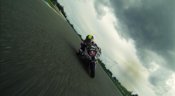 [Pit Laners en course!] Enzo Boulom ( Moto 3 Red Bull / FSBK) - Page 2 Gopr0910