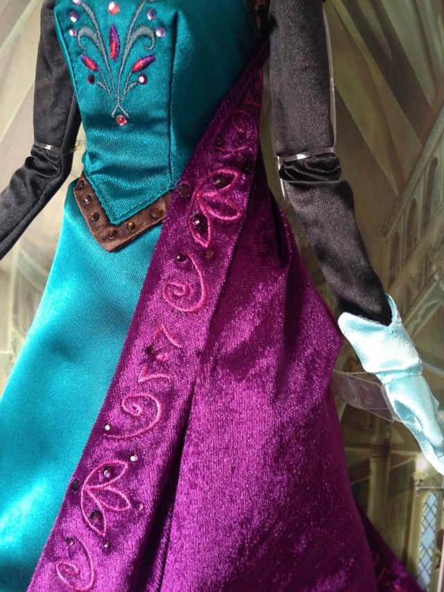 Disney Store Poupées Limited Edition 17'' (depuis 2009) - Page 38 Img_7812