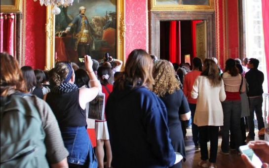 Trop d'affluence et de mauvaises conditions de visite à Versailles : des touristes se plaignent 40864710