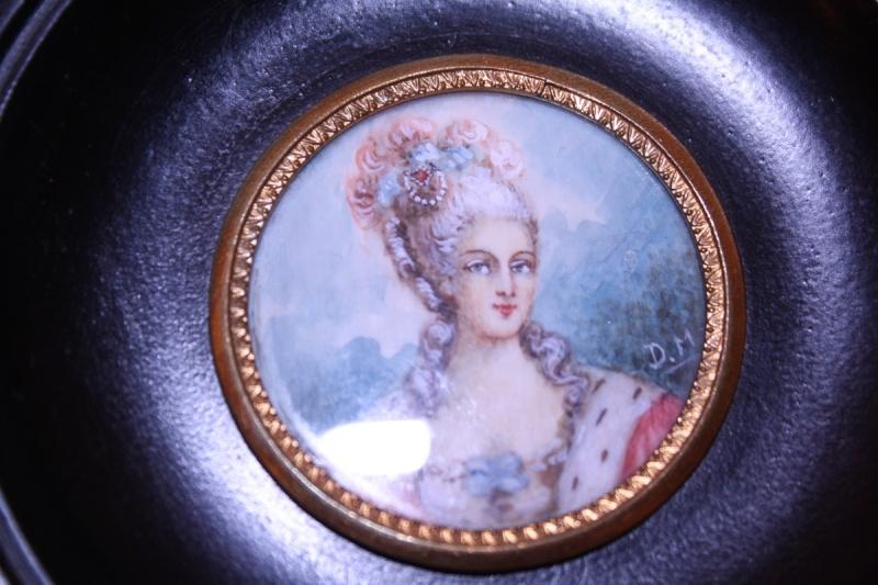 A vendre: miniatures de Marie Antoinette? 52498-10